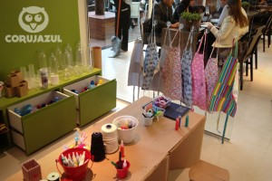 Oficina de brinquedos com material reciclado no lançamento do empreendimento imobiliário DUO Morumbi.